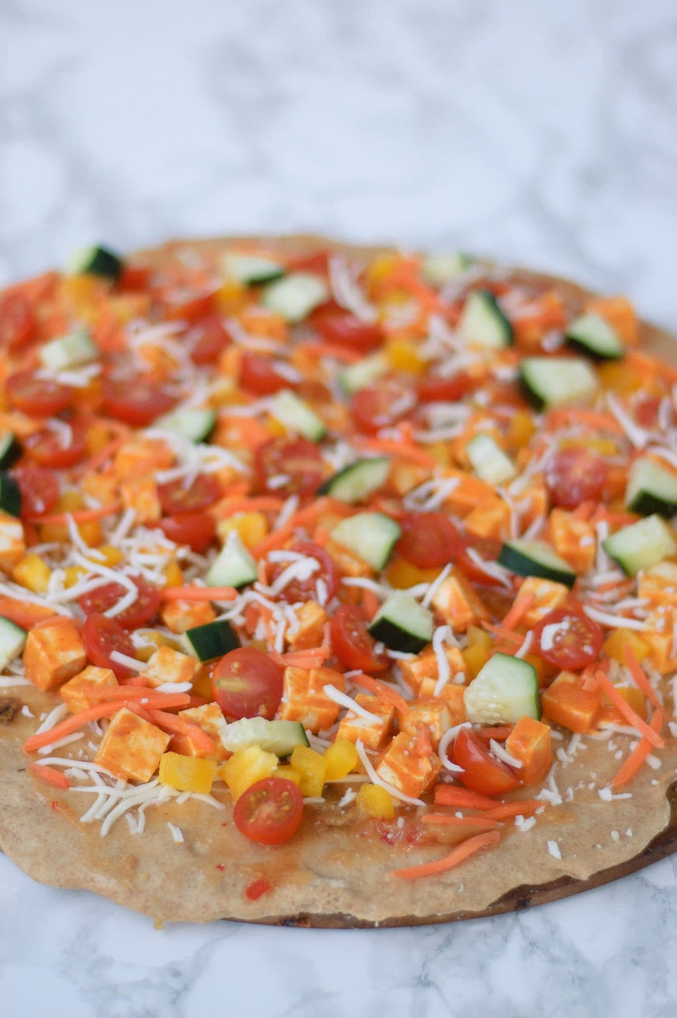 Get this recipe for a sweet and spicy vegetarian thai curry pizza. Change up the routine and try this pizza instead of ordering out - you won't regret it!